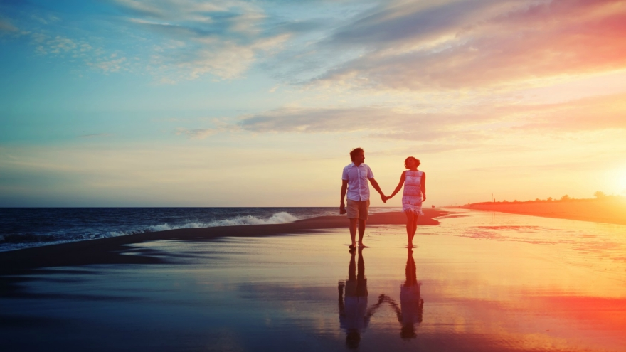 relationship-sunset-on-the-sea-walks-of-life-happiness